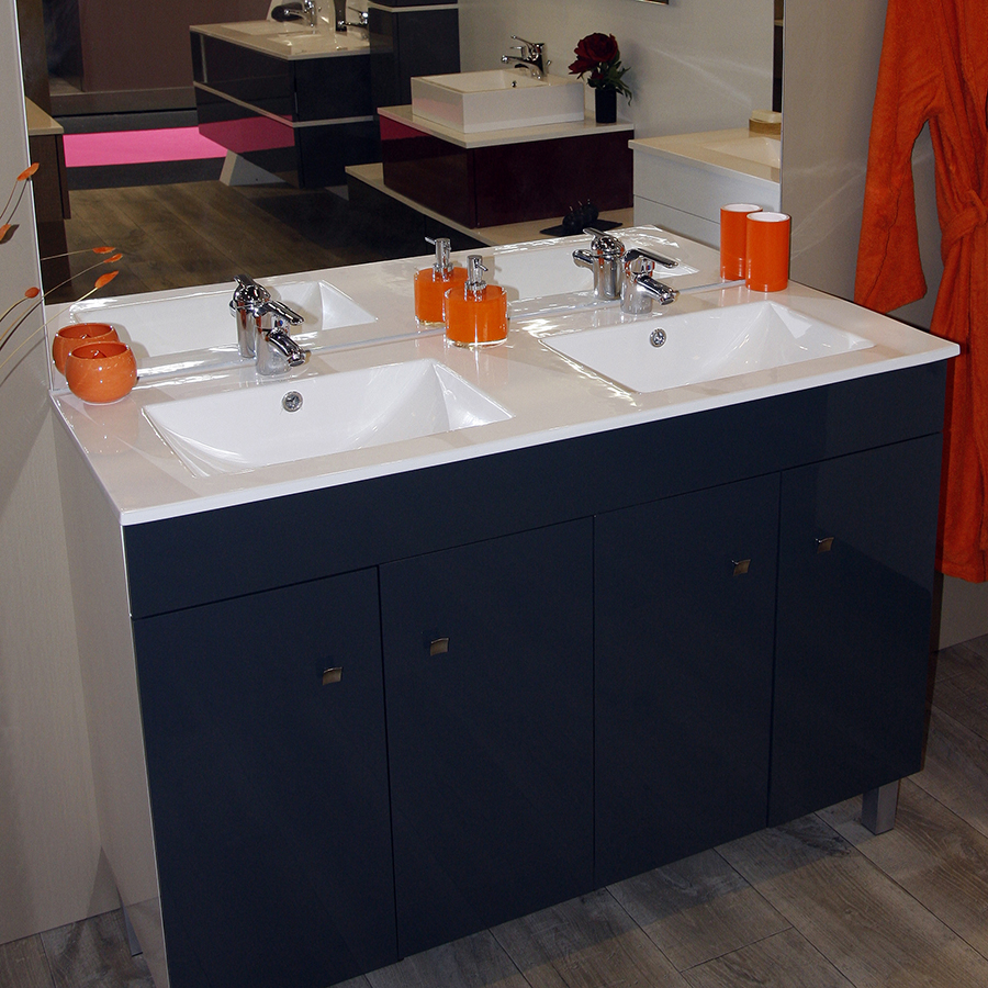 Vasque en c ramique unesalledebain for Double vasque salle de bain ceramique